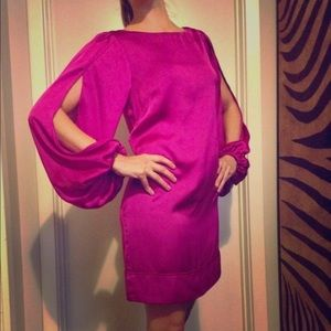 Cache fuchsia bell sleeve dress with slits
